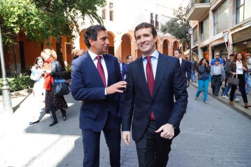 Biel Company y Pablo Casado durante el Dia de les Illes Balears.