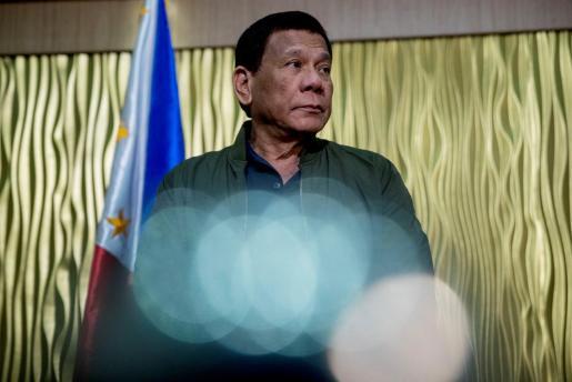 El líder filipino recoge de este modo el testigo de su predecesor, el dictador fallecido Ferdinand Marcos.