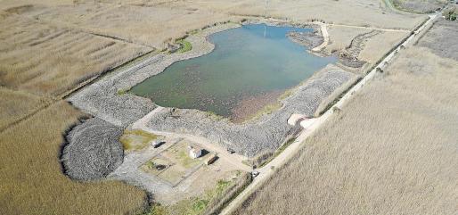 Vista aérea de las obras de dragado para la creación de la nueva laguna de aguas profundas en es Forcadet.