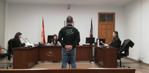 Alejandro Ortiz, este miércoles, en una sala de lo Pena de los juzgados de Palma.