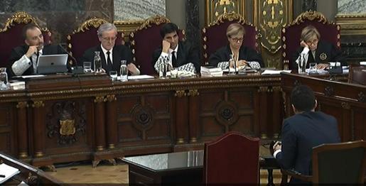 La mesa del tribunal durante el juicio del procés.