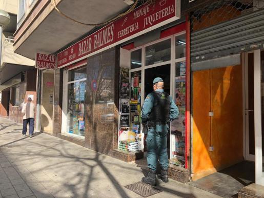 La Guardia Civil está inspeccionando una treintena de comercios chinos de Mallorca.