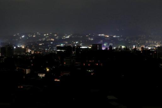 Vista de una parte de la capital venezolana durante el apagón.