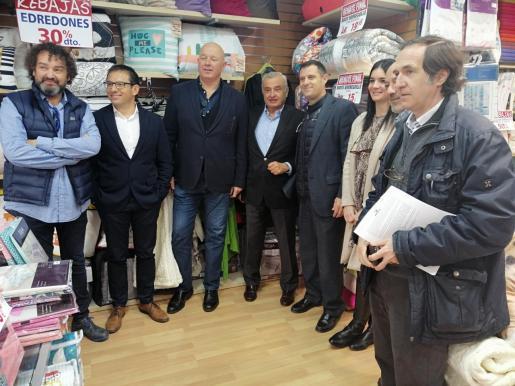 Fulgencio Coll visita a los comerciantes, invitado por Afedeco.