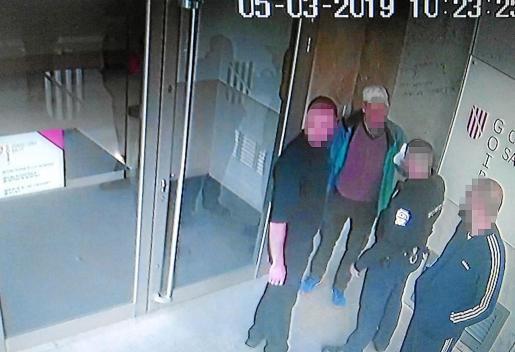 El personal de seguridad de la Conselleria de Salut inició una intensa persecución y logró interceptar al sospechoso y retenerlo hasta la llegada de la Policía Nacional.