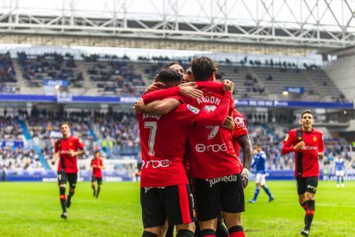 Los jugadores del Real Mallorca celebran el gol conseguido contra el Oviedo en el partido de la primera vuelta, disputado en el estadio Carlos Tartiere.