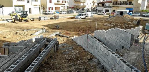 La plaza del Ibavi que está siendo reformada estará dedicada a Margalida Perelló, víctima de la violencia de género en 2013.