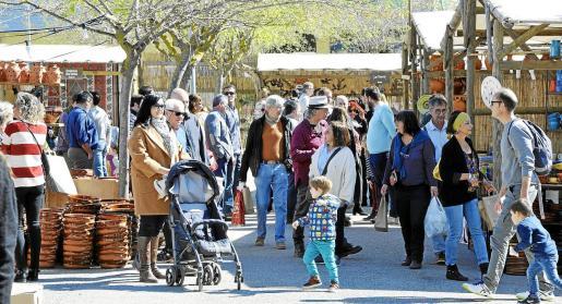 Desde primera hora se registró una gran afluencia de público, especialmente familias, que aprovecharon un estupendo día de sol para visitar el recinto ubicado en Sant Marçal.