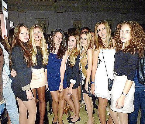 Claudia Zamora, Ariadna Salom, Teresa Porta, Gabriela Terrades, Ana Roibal, Carmen Coll y Clara García.