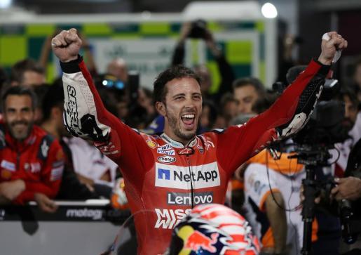 Andrea Dovizioso celebra el triunfo en el Gran Premio de Catar, primera prueba del Mundial de MotoGP.