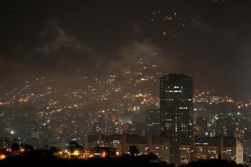 Panorámica de un sector de Caracas este domingo. El Gobierno de Nicolás Maduro anunció una segunda suspensión de las clases y las actividades laborales por el apagón registrado el pasado jueves, aunque algunas zonas de la capital tienen electricidad de forma intermitente.