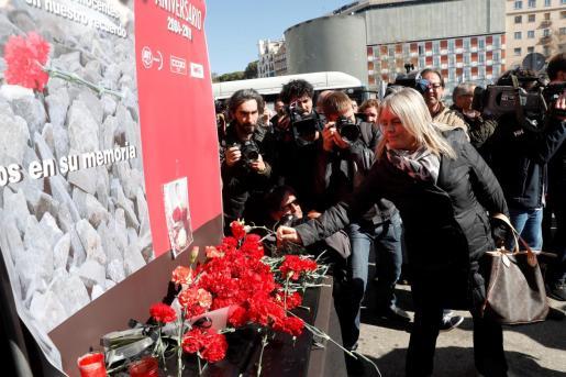 La presidenta de la Fundación de Víctimas del Terrorismo (FVT), Mari Mar Blanco, durante la ofrenda floral en el homenaje que se ha rendido este lunes a las víctimas del 11-M en la estación de Atocha, donde explosionó uno de los trenes.