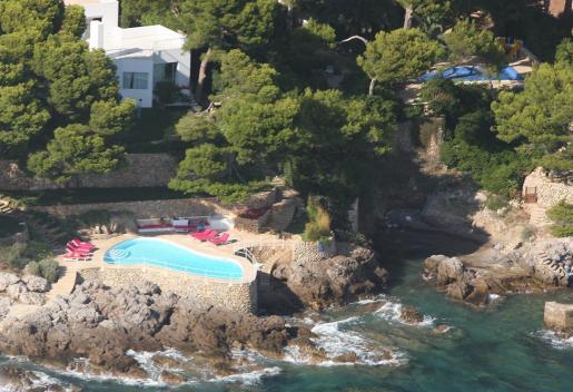 Vista aérea de la piscina de Ágatha Ruiz de la Prada en la Costa de los Pinos. La diseñadora es titular de la residencia tras su divorcio de Pedro J. Ramírez.