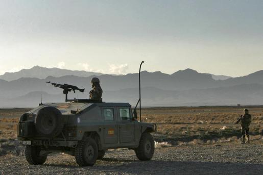 Fotografía de archivo de soldados españoles vigilando en las inmediaciones del aeropuerto de la base de apoyo avanzado liderada por España en Herat