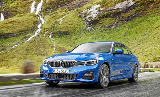 BMW ya comercializa la séptima generación del Serie 3. El popular modelo llega más deportivo y tecnológico que nunca gracias a la reducción de peso e incorporación de tecnologías pioneras en el segmento, heredadas directamente de las series más altas de la marca