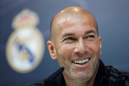 GRAF2876. MADRID, 11/03/2019.- Fotografía de archivo tomada el 11/05/2018 en Madrid del entrenador francés Zinedine Zidane, que regresa al Real Madrid como técnico 278 días después de su marcha. La junta directiva del club decidirá la destitución de Santiago Solari como entrenador y el regreso de Zidane esta tarde en el estadio Santiago Bernabéu. EFE/ Emilio Naranjo Solari será destituido; Zidane regresa al Real Madrid