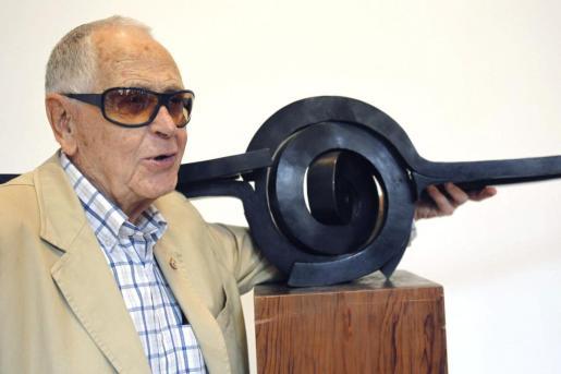 El escultor grancanario Martín Chirino que ha muerto esta tarde a los 94 años en un centro hospitalario de Madrid.