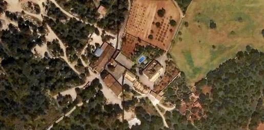 Vista aérea de la finca de s'Atalaia de Son Coll, ubicada en una zona ANEI, en la que se han denunciado actividades que no están permitidas.