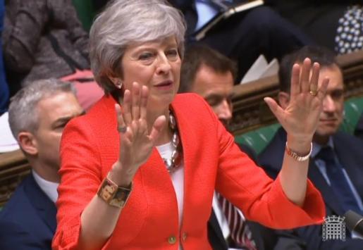 Theresa May pronuncia un discurso durante una sesión de la Cámara de los Comunes del Parlamento.