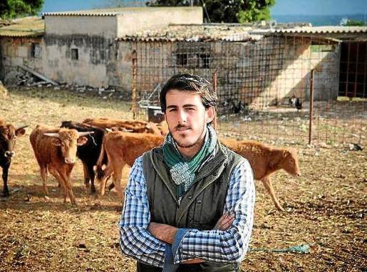 Sergio Galdón Garau, de la ganadería mallorquina El Onsareño, en su finca del Pla de Sant Jordi.