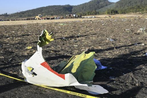 Restos del avión siniestrado en Etiopía.