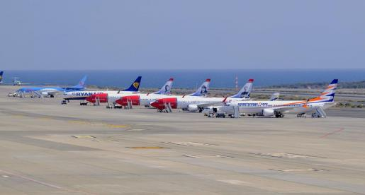 Cinco aeronaves afectadas por el cierre preventivo del espacio aéreo europeo a los Boeing 737 Max 8, permanecen, este miércoles,en el aeropuerto de en Gran Canaria.