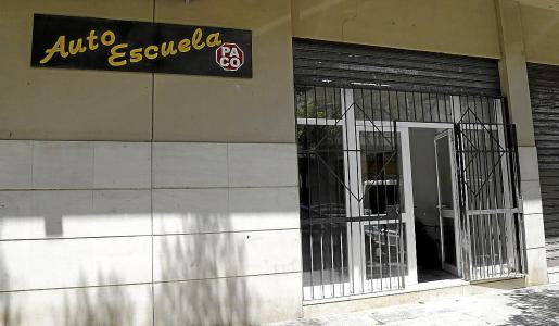 La Autoescuela Paco permanecía este miércoles abierta tras la imputación de su dueño.