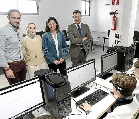 Marcos Ascanio, Luisa Orozco, Rita Albarracín y Juan Guerrero, este miércoles en Madre Alberta durante el desarrollo de las pruebas.