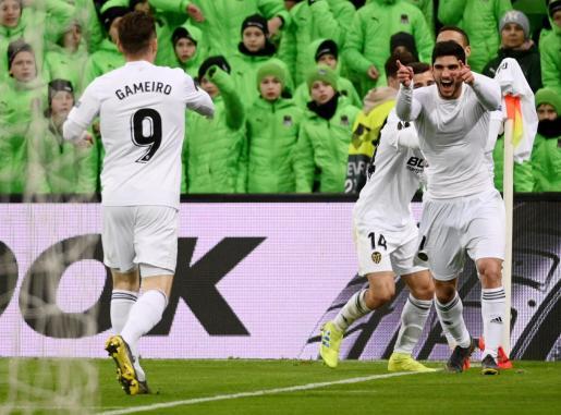 Guedes celebrando su gol.