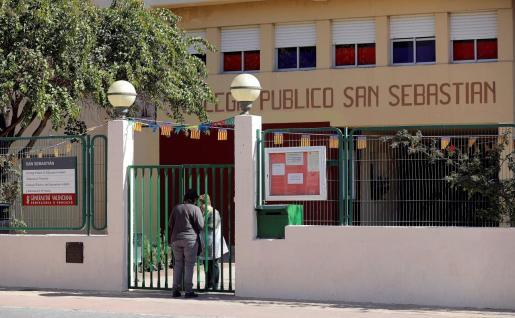 El Ayuntamiento de la localidad valenciana de Rocafort ha decretado tres días de luto oficial por la muerte de los dos niños.