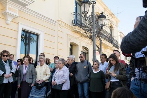 Minuto de silencio en Godella (Valencia) por los niños asesinados.