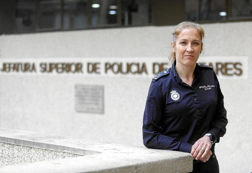 Janka Jurkiewicz es un rostro muy conocido de la Jefatura de Policía de Palma porque durante muchos años fue la responsable de prensa de la Policía Nacional. Su cara visible. Tras el dramático caso de 'Sacri', el nuevo jefe superior confía en ella para reorganizar la Unidad de la Mujer.