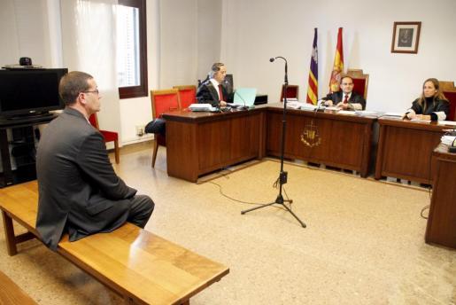 El ex alcalde de Capdepera, Bartomeu Alzina, ha declarado hoy como imputado por el derrumbe del hotel Son Moll en 2008.