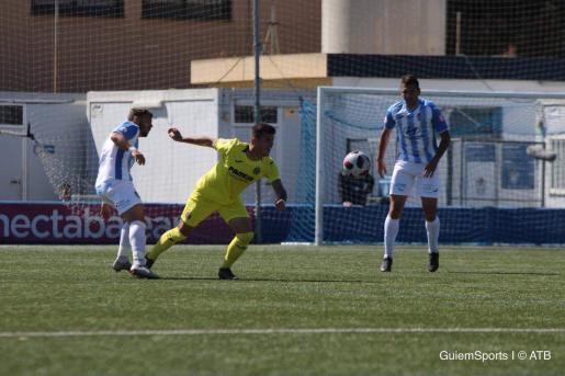 Una jugada del partido del Baleares contra el Villarreal B en Son Malferit.