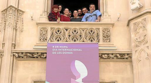 El Consell de Mallorca desplegó en su fachada un cartel alusivo a la conmemoración del 8 de marzo.