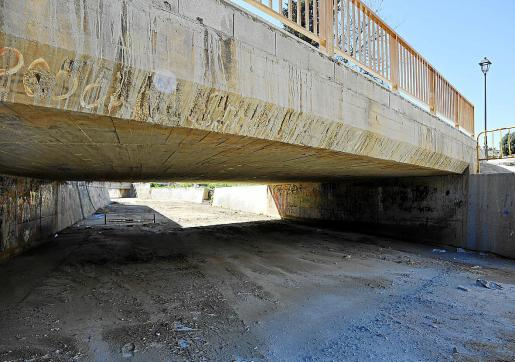Las marcas de los impactos de materiales arrastrados aún son visibles en los puentes de Sant Llorenç.
