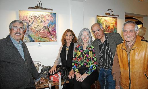 Daniel Codorniu, Inma Eliozondo, los artistas Carmen Alarcón y Darío Ardana y el coleccionista de arte Biel Oliver.