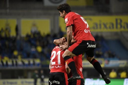 Los jugadores del Mallorca celebrando la victoria ante la Palmas.