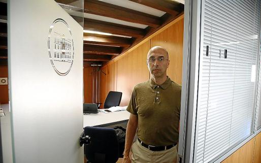 El director de la Oficina Anticorrupción, Jaime Far, en su despacho en el Parlament.