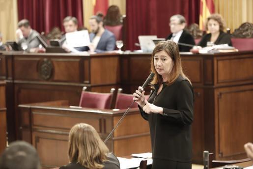 Francina Armengol durante su intervención parlamentaria.