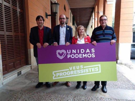 Pep Malagrava, de Unidas Podemos, y Rosa Cursach, de Veus Progressistes, durante la presentación de su candidatura al Senado.
