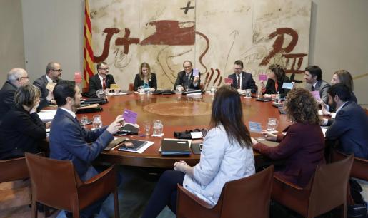 El presidente de la Generalitat, Quim Torra junto a los miembros del Govern.