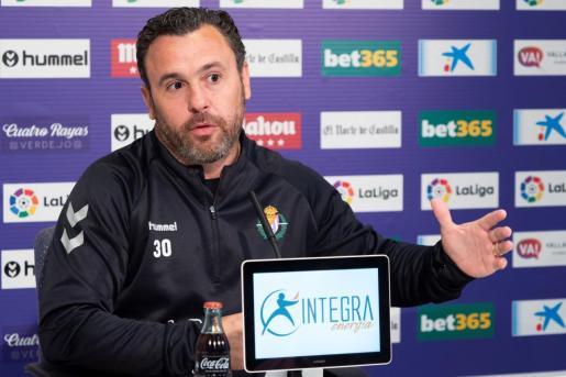 El entrenador del Real Valladolid, Sergio González, durante una rueda de prensa.