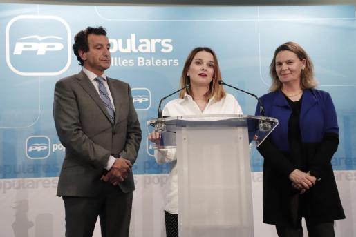 Gabriel Company, Margalida Prohens y María Salom, este martes en la rueda de prensa en la que se han anunciado los cambios en las listas del PP al Congreso y al Senado.
