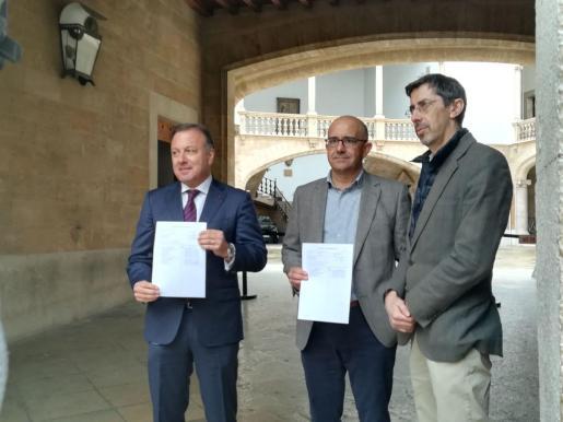 Joan Mesquida, Pedro Ribas y Fernando Navarro presentan ante la Junta Electoral Provincial las listas de Ciudadanos al Congreso de los Diputados y el Senado por Baleares.