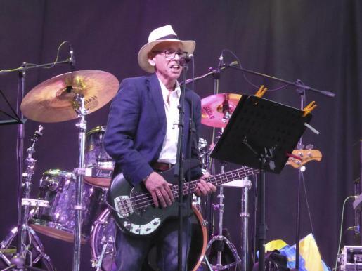 Miquel Rosselló, vocalista y bajo de Los Barones.