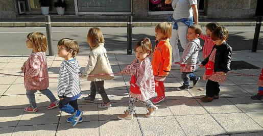 Imagen de archivo de alumnos de educación Infantil en una actividad fuera del centro.