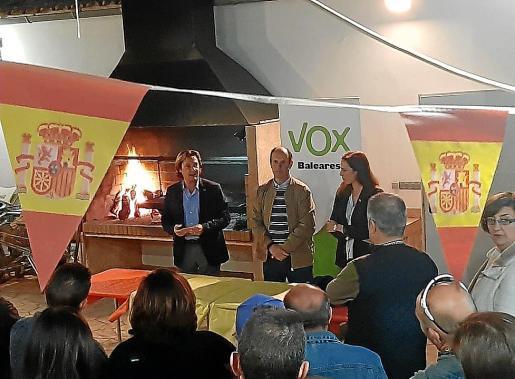 Tomeu Bonafé, junto a Jorge Campos e Idoia Ribas, durante su presentación.