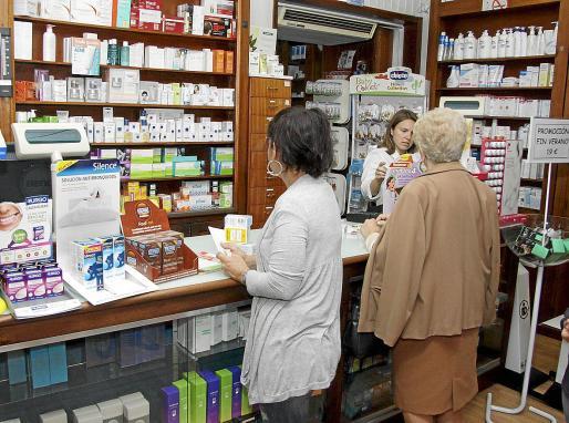 El Ministerio de Sanidad presentó este viernes a agentes implicados el borrador de un futuro plan de garantías de abastecimiento de medicamentos en el que se plantea como objetivos generales prevenir, gestionar e informar sobre los problemas de suministro de fármacos.