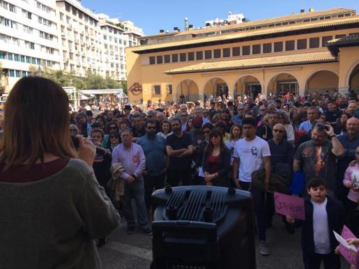 Aspecto que presentaba la Plaça de l'Olivar durante la lectura del manifiesto.